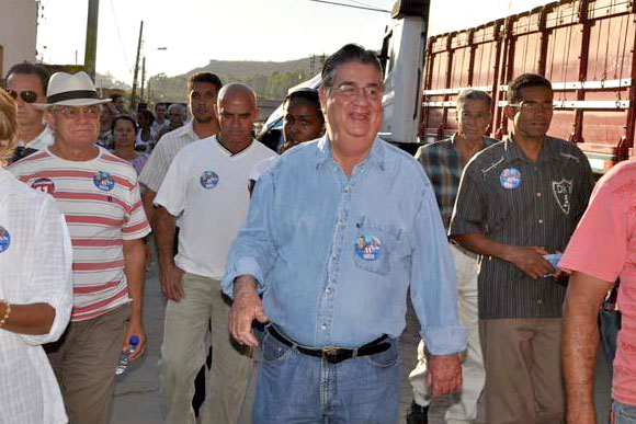 Agora como prefeito e vice, Marcio e Dr. Ronaldo João voltam a caminhar ao lado do povo / Fotode arquivo: Divulgação