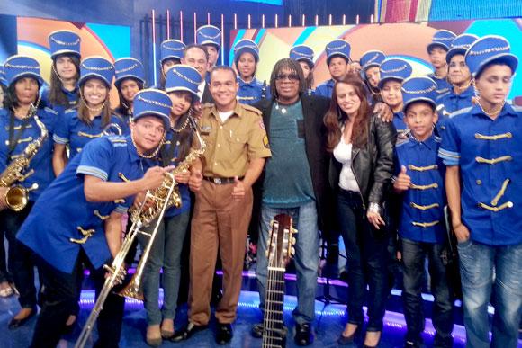 Sgt Leonardo com Milton Nascimento e banda durante a gravação do programa que vai ao ar no sábado / Foto: Divulgação