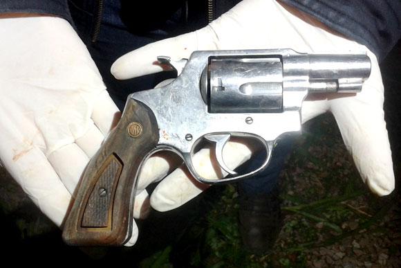Arma encontrada com um dos autores do roubo / Foto: Divulgação