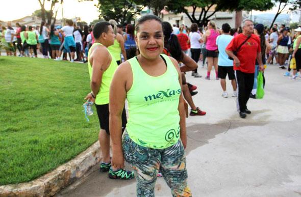 Exercícios de combustão de gordura em um estômago e lados durante um mês