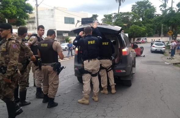 Homem foi preso na Avenida Secretário Divino Padrão/ Foto: Reprodução Via WhatsApp