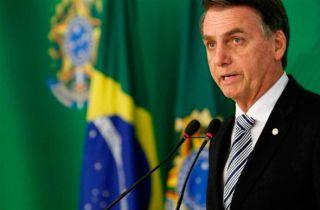 Bolsonaro assina decreto que flexibiliza a posse de armas, uma das principais promessas de sua campanha
